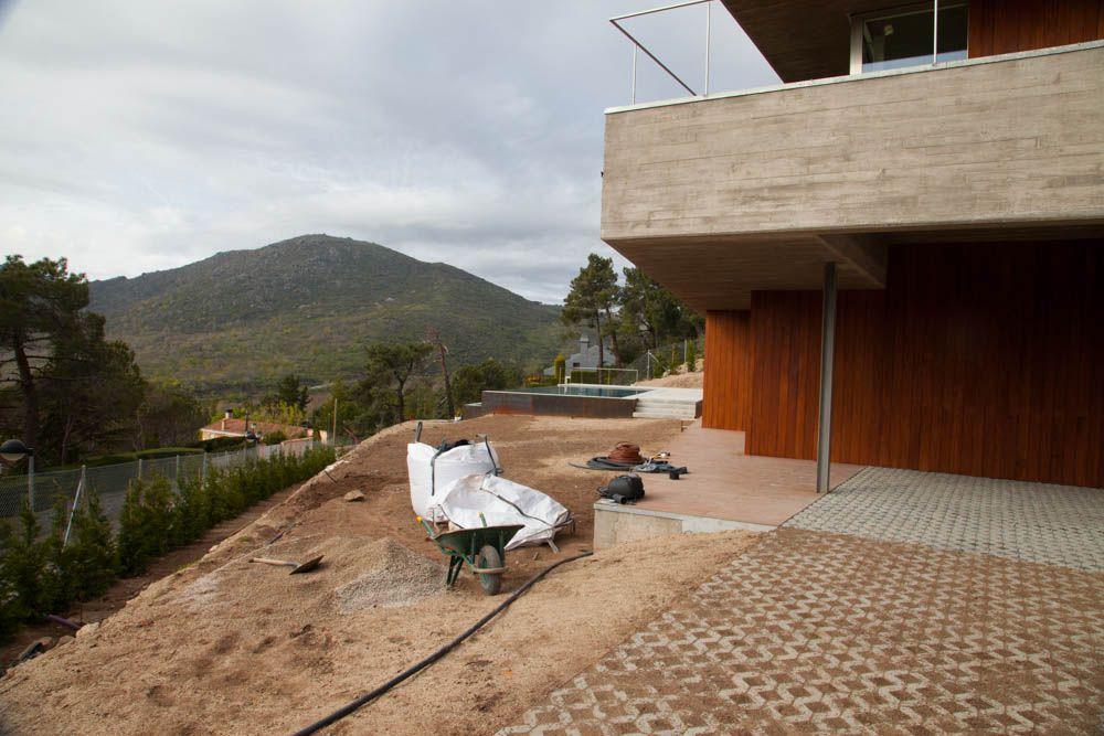 Proyecto integral de paisajismo: diseño y ejecución de obra para jardín en El Escorial